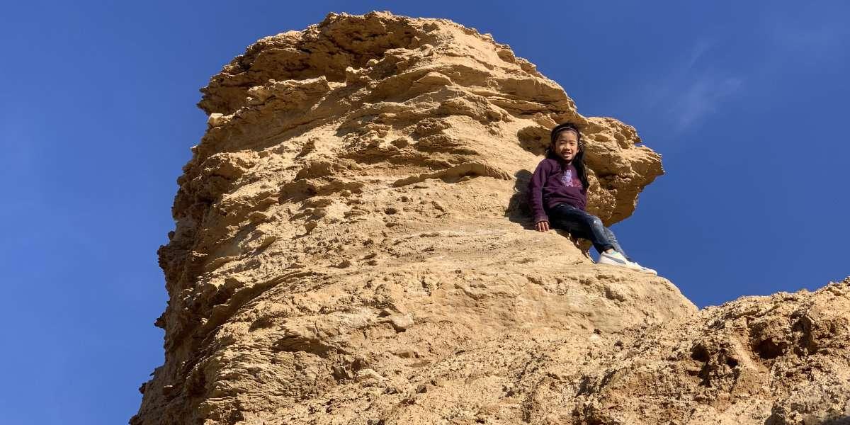 Girl climbing Ong Jmal